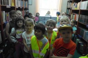 Przedszkolaki w bibliotece w Małogoszczu 2013